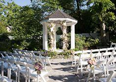 Garden Wedding Ceremony | Photo: Cynthia Michelle #cjsoffthesquare #gardenwedding