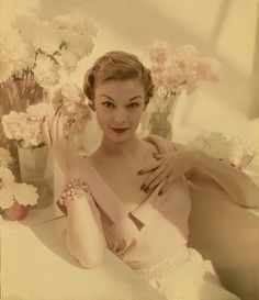 This is a Vintage Vogue picture from the Elegant, Pretty & Pink Wouldn't it be grand to dress like this again. Such beauty and elegance. Foto Fashion, 1950s Fashion, Fashion Models, Vintage Fashion, Fashion History, Style Fashion, Fashion Images, Vogue Fashion, Fashion Shoot