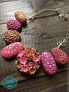 Купить Колье из полимерной глины с полыми бусинами пузыри и цветущие камни - розовый, коричневый, медный