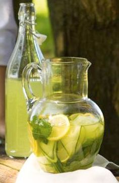 Domáce limonády – to pravé letné osvieženie | Blog – sperkovo.sk Healthy Drinks, Healthy Recipes, Lemonade Cocktail, Summer Drinks, Mojito, Pickles, Cucumber, Smoothies, Lose Weight