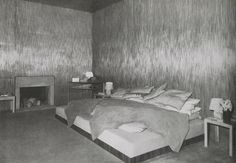Smoking Room in Jean-Michel Frank's Apartment, Rue de Verneuil, Paris (ca 1925) #GISSLER #interiordesign