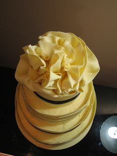 Bourbon Vanilla and Strawberry cake, drenched with Champagne syrup. Wrapped in pure Amedei Toscano white chocolate!