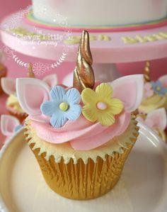Unicorn Cake – Kuchen von Amanda´s Little Cake Boutique – CakesDecor - Neue Rezepte Mini Cakes, Cupcake Cakes, Cupcakes Lindos, Unicorn Themed Birthday Party, Birthday Cake, Unicorn Foods, Unicorn Cupcakes, Cute Desserts, Little Cakes