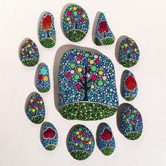 #paintedstones #paintedrocks #seastones #stones #arts_help #art #tree #dots #sassi #loda #madeinloda