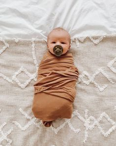 Knit Swaddle Blanket - Camel - Probably gonna be a baby boom nine months after posting this. // kara tinsley via Solly Baby Knit Swaddle Blanket – Camel 𝐃𝐢𝐚𝐧𝐚 lifeis_goodxo So Cute Baby, Lil Baby, Little Babies, Cute Kids, Little Ones, Cute Babies, Baby Boy Newborn, Boy Babies, Mom And Baby