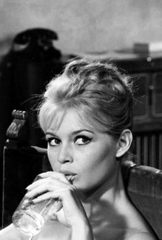 Brigitte Bardot ~ Les Bijoutiers du Clair de Lune (The Night Heaven Fell), 1958