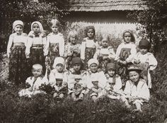 Notice the clothing of these children of the Carpatho-Ukraine: circa 1927 part of the Carpatho-Ukraine was one of those times in Czechoslovakia . Vintage Pictures, Old Pictures, My Heritage, People Of The World, Vintage Photography, Czech Republic, Vintage Children, Ukraine, The Past