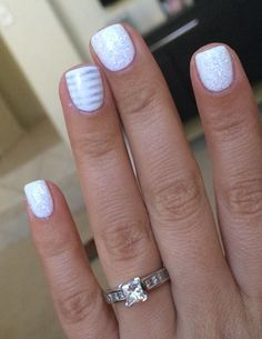 Beautiful You can't go wrong with white nails and an accent in your favorite color! Try it out with nail polish The post You can't go wrong with white nails and an accent in your favorite color! Tr… appeared first on Nails . Fancy Nails, Love Nails, How To Do Nails, Pretty Nails, My Nails, Gel Nagel Design, White Nails, White Sparkle Nails, Sparkly Nails