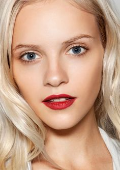The Prettiest Hair-And-Makeup Combos: Bright Lips