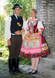 FolkCostume&Embroidery: Costume and Embroidery of Sárköz, Hungary