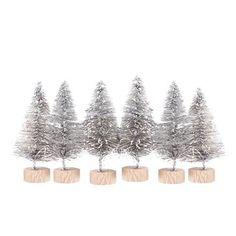 Dekoracyjne choinki z plastycznego drucika na plastikowej podstawce. Drucik w kolorze srebrnym,