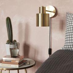 Væglampe i forgyldt metal, signeret Hübsch. Office Lamp, Pastel Interior, Sales Center, Furniture Collection, My Room, Floating Nightstand, Interior Decorating, Sweet Home, Lights