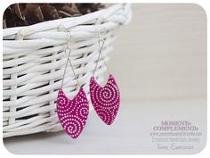 Handmade earrings with polymer clay, elegant and cared pointed design for these earrings of the Emociones Line of MOMENToCOMPLEMENTo Designs. Each pair is silkscreened with different designs and protected with sealing varnish so the drawing do not deteriorated. Assembled in silver