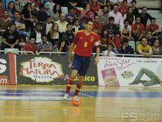 Kike iniciando jugada.  @SeFutbol España-Grecia. Homenaje a Kike Boned. Ginés Rubio @grl48