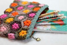 crochet pencil case -- link to free pattern @ Cherry heart Beau Crochet, Crochet Pouch, Crochet Purses, Crochet Home, Knit Or Crochet, Crochet Granny, Crochet Crafts, Yarn Crafts, Crochet Projects