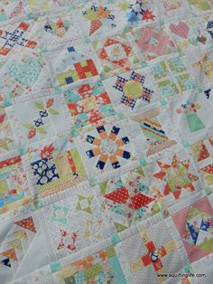 Retreat Sewing | A Quilting Life - a quilt blog Sherri's quilts are beautiful. Just look at this Splendid Sampler (Pat Sloan, Jane Davidson and 80 designers).