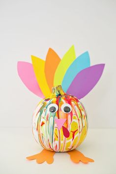 Cute and Colorful Squeeze Paint Pumpkin Turkey. Adorable and easy turkey Thanksgiving craft and art project for kids