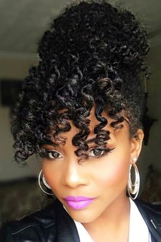 Natural hairstyles allow you to look chic. See more 5-minute natural hairstyles that are perfect for Valentine's Day.