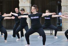 Ensayando Sporty, Fashion, Joy, Dancing, Dancing Girls, Pictures, Moda, La Mode, Fasion