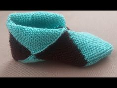 Simple Step by Step Slippers Tutorial – Stricken WolleBulmaca patik sesli anlatım ( Puzzles booties with English translation)Let's learn how to make these beautiful slippers. A lot of time we here at Design-Peak use folding techniques in order to cre Crochet Santa, Crochet Daisy, Knit Or Crochet, Free Crochet, Crochet Jacket, Crochet Winter, Crochet Bunny, Crochet Stitch, Crochet Flower