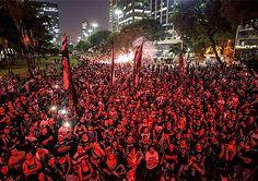 """Partidos de esquerda e movimentos sociais miram as comemorações do 1º de Maio, dia do Trabalho, para iniciar o que consideram a grande jornada em favor da democracia e contra o golpe de Estado no Brasil. O ato, convocado pela CUT com início às 10h no Vale do Anhangabaú, será o pontapé inicial para o chamamento da Greve Geral visando protestar e impedir o afastamento da presidente Dilma Rousseff. """"Ela pode ficar afastada pelo Senado, mas ainda assim não deixará de ser a presidente, eleita…"""