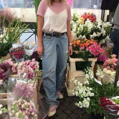 take pic around flowers - preferably grungy look Estilo Grunge, Punk, Victoria, Just Girl Things, Ideias Fashion, Mom Jeans, Style Me, Going Out, Dress Up