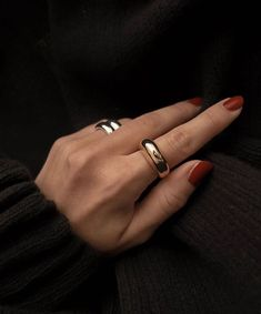 Nov 2019 - Classic ring with an organic shape Available in 2 sizes Gold-plated / silver-plated alloy Available in gold and silver Jewelry Box, Jewelry Accessories, Fashion Accessories, Fashion Jewelry, Women Jewelry, Jewellery, Wedding Accessories, Fashion Goth, Wedding Jewelry