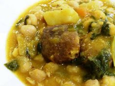 Potaje de Garbanzos y Verduras con Albóndigas de Bacalao. Reserva online en EligeTuPlato.es