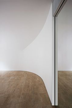 Curved Walls Confuse Perception of Space / Clouds Architecture Office