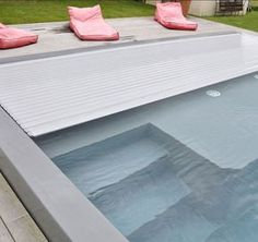 Volet immergé Rollinside gris Swimming Pool House, Swimming Pool Designs, Swimming Pools, Automatic Pool Cover, Living Pool, Leisure Pools, Villa Pool, Small Pool Design, Pool Lounge