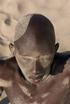 New Artists: Isabelle Chapuis' series, Anitya, creates a dialogue between skin and sand, delving into the idea of impermanence. Sunshine Music, Art Photography Portrait, Water Photography, Color Photography, Isabelle, Afro Punk, Sand Art, Human Art, Art Graphique