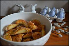 Slané mušle Home Baking, Pretzel Bites, Chicken Wings, Crackers, Bread, Cookies, Food, Biscuits, Pretzels