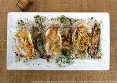 Huîtres gratinées au four, sauce crémeuse au vin blanc | Les épices rient ! Coquille St Jacques, Sauce Crémeuse, Seafood Pasta, Seafood Platter, Fruit Plate, Wine Sauce, Parties Food