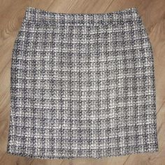 25b1c98fb23e Banana Republic Black Tweed Boucle Pencil Skirt Size 14 (L, 34). Free.  Tradesy
