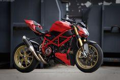 https://flic.kr/p/wqAPMz | Ducati Streetfighter 848 | Modified Ducati Streetfighter with panigale parts