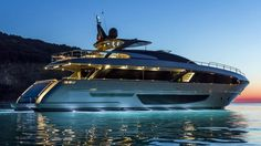 Discover Riva Corsaro MTU 2000 a luxury yacht of our fleet, and look at the images of this luxury boat. Yacht Design, Super Yachts, Yachting Club, Riva Yachts, Ibiza, Yacht Boat, Motor Yacht, Speed Boats, Motor Boats