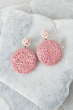 These are the loveliest round earrings ever. Large circle pendant hangs from beaded stud post back. Pink Earrings, Cute Earrings, Beaded Earrings, Earrings Handmade, Beaded Jewelry, Crochet Earrings, Handmade Jewelry, Diy Statement Earrings, Diy Round Earrings