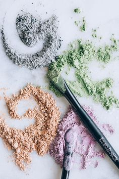 Make Your Own Natural Mineral Clay Eyeshadow Hello Glow homemade makeup recipes - Makeup Recipes Diy Eyeshadow, Natural Eyeshadow, Mineral Eyeshadow, Natural Makeup, Organic Makeup, Simple Makeup, Natural Glow, Natural Beauty, Eyeshadows