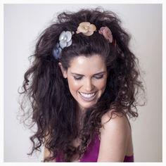 Inspiração de penteado lindo e fácil para a noite do réveillon: degrade de camélias 💛 ❤️ 💜 💙  CHANEL  OFFICIAL #alexandredeparis #beauty #creativedesign #getthelook #hairstyle #originaldesign #iconic Iguatemi SP @cidadejardimshopping