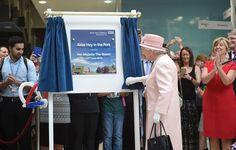 Her Majesty Queen Elizabeth II unveils a plaque at Alder Hey Hospital in Liverpool - 22 June 2016