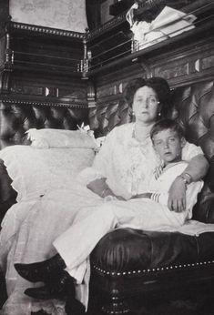 Малоизвестные снимки царской семьи Романовых из архива Анны Вырубовой - ближайшей и преданнейшей подруги императрицы Александры Фёдоровны.
