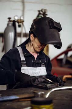 @WeldingSchool The exodus of retirees leaving their jobs in #manufacturing with no one to replace them fuels the skills gap fire. #Weldingschools are stepping up to ease that gap and add an integral knowledge base to the foundation on which skills can be developed.