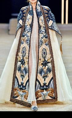 Not Ordinary Fashion is art — Marchesa S/S 2017 Modern Fashion, High Fashion, Fashion Design, Fashion Fashion, Minimalist Fashion, Fashion Ideas, Fashion Beauty, Winter Fashion, Fashion Tips