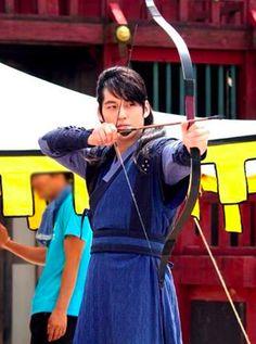 Kim Tae Do (Kim Bum) in Jung Yi, Goddess of Fire shooting scene.