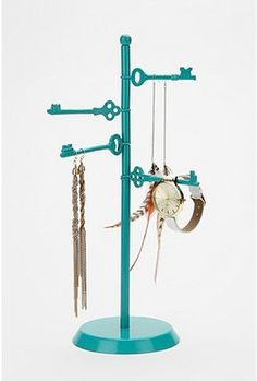 Jewelry holder - wonder if I could recreate with zip ties, old keys, spray paint, and some wood?