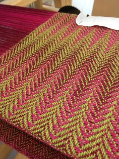 Lovely colors, achieved  with heathered/solid warp, and variegated weft in contrasting, complementary color.  vibrant!