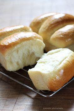 KILLER SOFT BREAD | jajane vivi Soft Bread Recipe, Easy Bread Recipes, Donut Recipes, Cake Recipes, Cooking Recipes, Roti Bread, Bread Cake, Sweet Roll Recipe, Curry