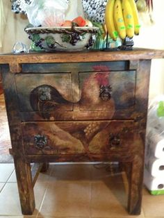 rooster table...seriously?  This is just drop dead gorgeous!!!!!