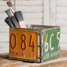 Rustic License Plate Storage Box - A Uniquely Inspired Life License Plate Crafts, License Plate Designs, Old License Plates, License Plate Art, License Plate Ideas, Licence Plates, Easy Home Decor, Handmade Home Decor, Cheap Home Decor