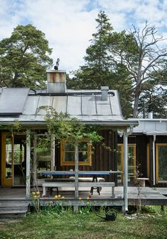 Small Summer House, Prefab Cottages, Architecture Today, Cottage Porch, Timber House, Courtyard House, Garden Spaces, Next At Home, Beautiful Buildings
